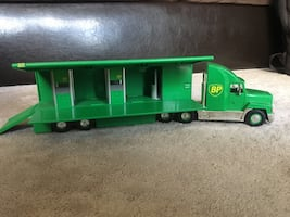BP Roadside Fueling Semi Truck Toy w/lights and sound