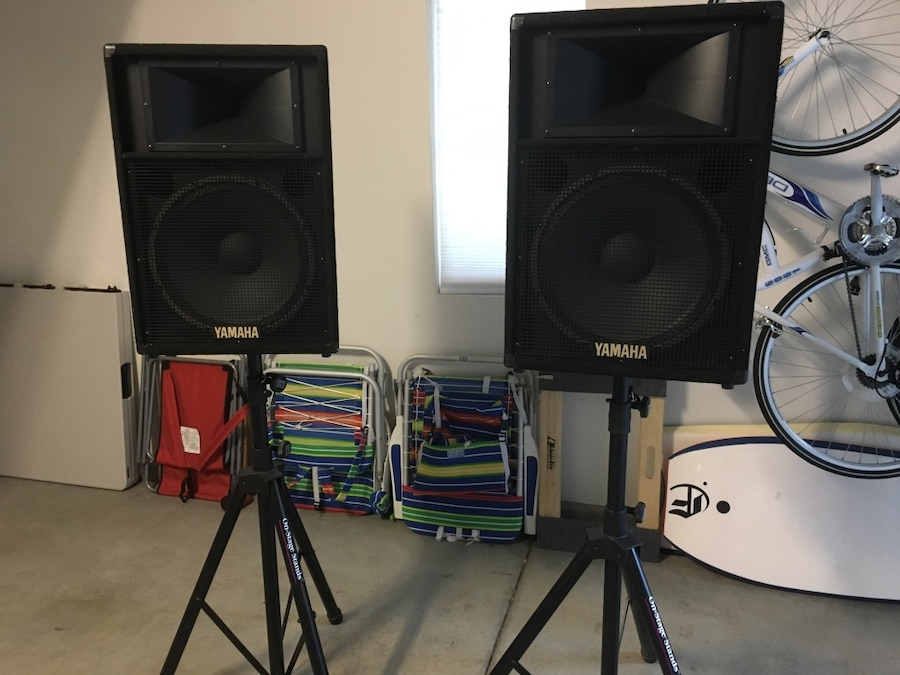 Mackie pa powered mixer and two yamaha 15inch loudspeakers for San diego yamaha