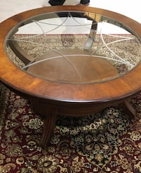 Small glass and wood coffee table Missouri City, 77071