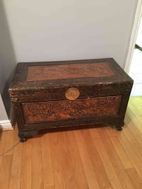 Brown wooden chest Toronto, M1L 2R1