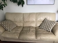white leather 3-seat sofa Newmarket, L3Y 1H7