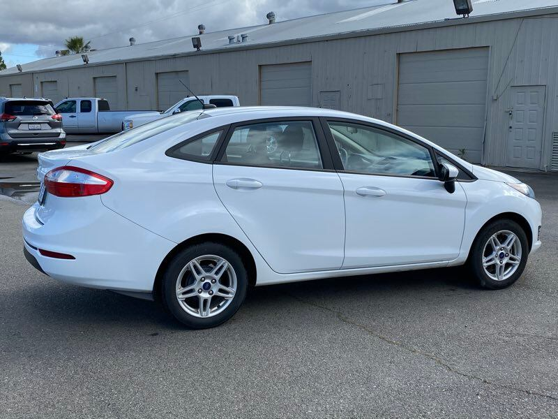 2018 Ford Fiesta SE sedan Oxford White !!! fea867d8-0249-4b0c-8ef1-f8a20bb79792