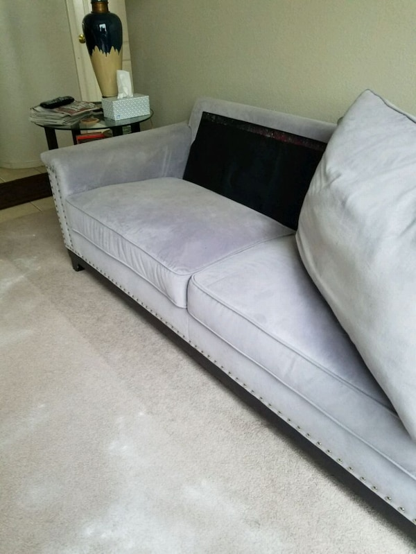 couch f7a6f0b2-322a-4c97-ba1d-26c03f536274