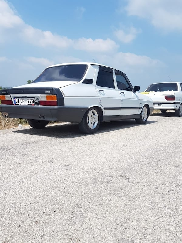 1992 Renault 12 0624a90a-0bf7-424f-96f0-62380cac48a0