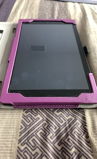 Amazon Fire HD8 tablet with charger and a free cover Toronto, M2N 6P5