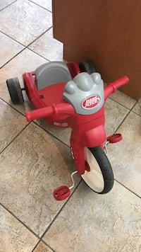Red and white radio flyer trike 553 km