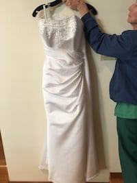 Wedding dress. Lake Oswego, 97035