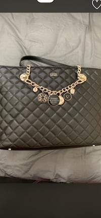 Selling brand new guess purse Toronto, M1G 1R9