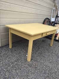 Solid wood table with drawer Montréal, H3N 2G9
