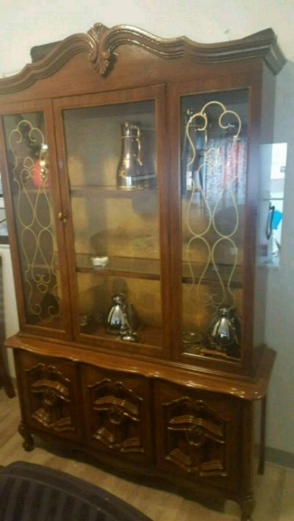 brown wooden framed glass display cabinet 13f26b00-5ba9-4a0f-8183-bf5938ee942c
