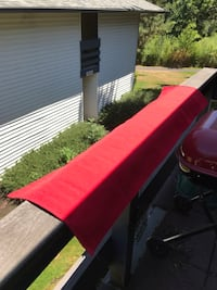 Red table runner Tigard, 97223