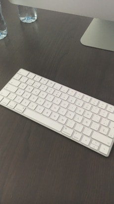negro teclado inalámbrico de Apple