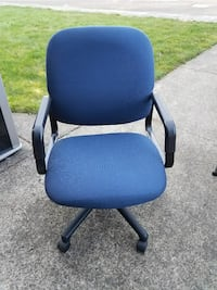 Like New blue HON managerial office chair
