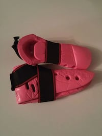 pair of pink and black kick shoes Hinesville, 31313