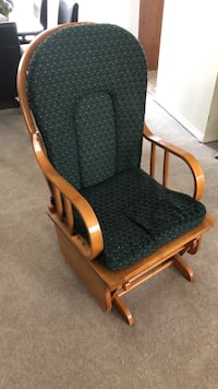 Rocking chair in excellent shape Calgary, T2J 3N2