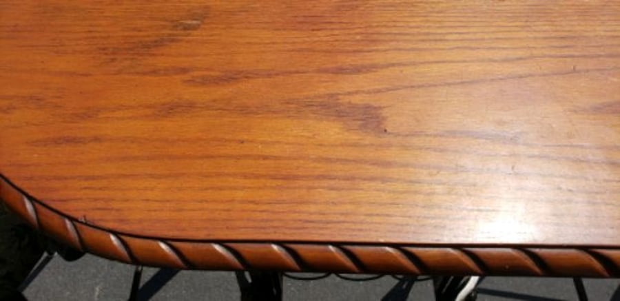 Table & chairs 85226bd1-50d8-47fc-a0c9-35fdb6007746