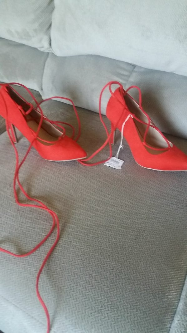 pair of red pointed-toe gladiator shoes 5b51152f-63a1-4851-9e75-5530c0a0cbfb