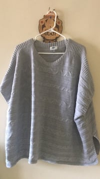 gray and white scoop-neck sweater Edmonton, T5T