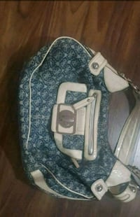 Guess purse authentic Edmonton, T5B 3M9