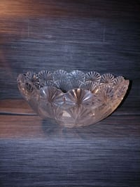 CRYSTAL/GLASS FRUIT BOWL