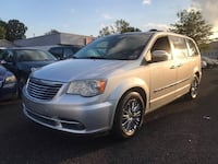 Chrysler Town & Country 2011 Chesapeake