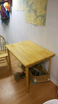 Table.  Approx. 30x40x30Tall with 2 chairs 32 km