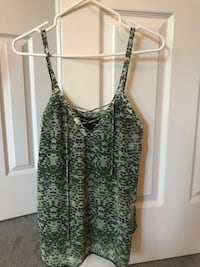 Small Guess top, Great condition Richmond Hill, L4B 3J5