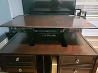Lift top coffee table.