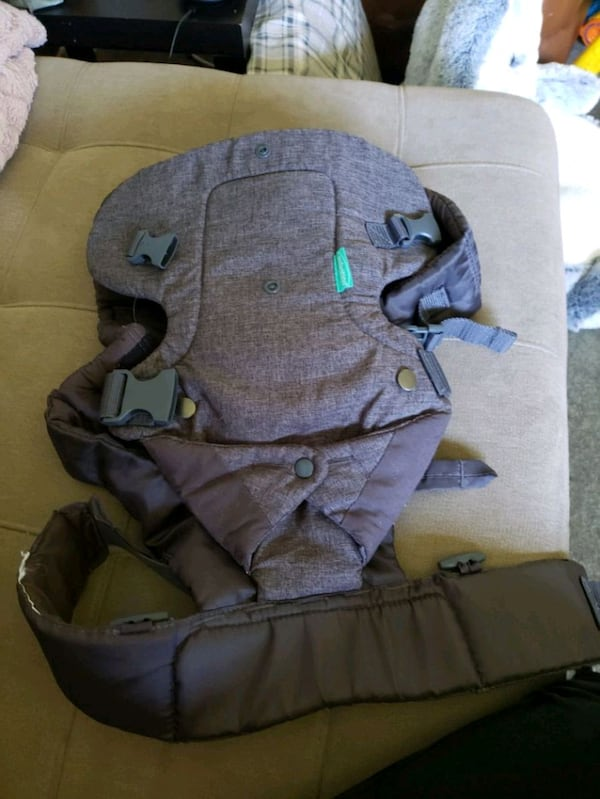 Brand New never used baby carrier 0376c4a0-823c-4659-bed3-e9bb9cf7ce33
