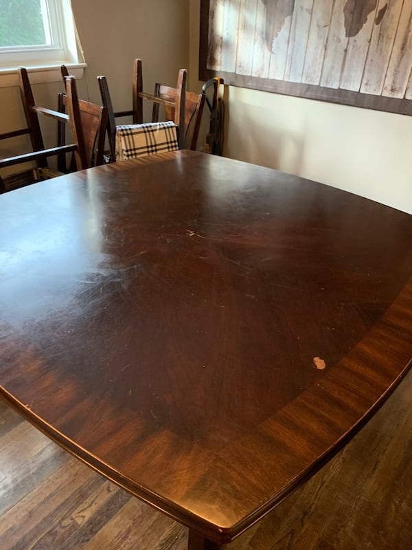 Dinning room table set 802c3773-7656-4d4b-a41c-bbb7985a3bf6
