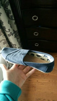 Women's blue Tom's size 8.5 Brampton, L6P 2V1