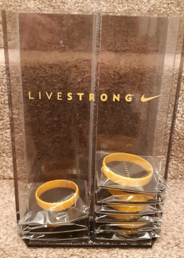 9  LIVESTRONG Bracelets Lance Armstrong NEW with Plastic Livestrong Display Case sizes: 6 - L-XL 3 - XS-M Pick-up in Newmarket (ref # bx7 apps only) 10abf7ec-f0d7-4586-a7af-abc0421d78f1