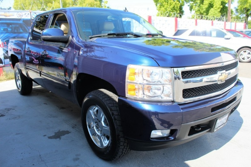 Photo 2010 Chevrolet Silverado 1500 4WD Crew Cab 143.5 LTZ