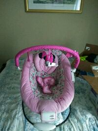 baby's pink and white bouncer Frederick, 21702