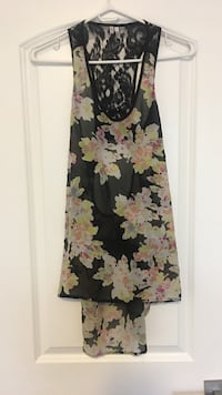 Chiffon and lace black and floral print tank size small Toronto, M3J 0G6