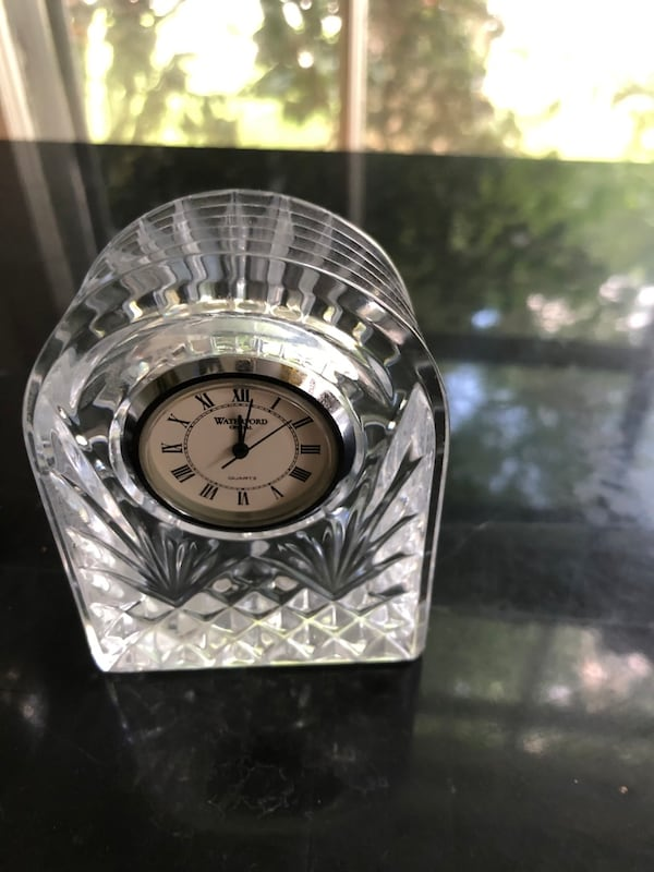 Small waterford crystal clock 4e0d21dd-3eb6-4468-ba4d-c009187a4f9f