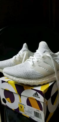 STEAL Adidas UltraBoost 3.0 tripple white size 9 Cypress, 90630
