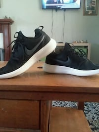 NIKE Roshies  Clarksville, 37042