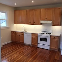 Available Now: Beautiful 3 Bed, laundry in building