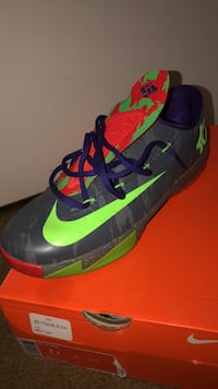 pair of green-and-black Nike basketball shoes Columbia, 21045