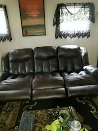 Leather couch Saugus, 01906