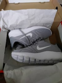 Size 7.5  Nike running shoes with box