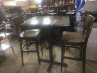 Restaurant table 30 x24 and 2 chairs San Antonio, 78217