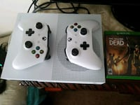 white Xbox  console with two controllers Albany, 97322