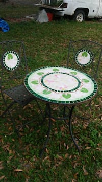 Vintage table and chairs 853 mi