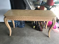 Nice table good condition $20