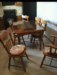 Wood Kitchen Table w/ chairs Toronto, M1B 3G8