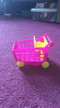 toddler's pink and yellow shopping cart toy Mississauga, L5N 5E3