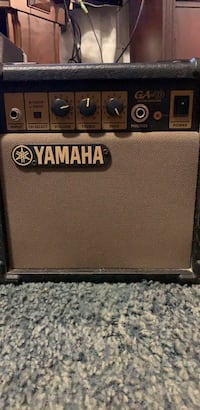 Black and gray peavey guitar amplifier