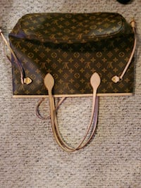 louis vuitton purse selling for 450$  St. Catharines